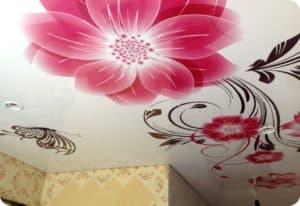 Цветы на натяжном потолке от компании Классика в Новосибирске