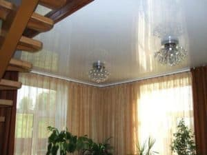 Установка натяжного потолка в деревянном доме от компании Классика в Новосибирске