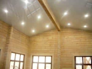 Натяжной потолк в доме из дерева от компании Классика в Новосибирске