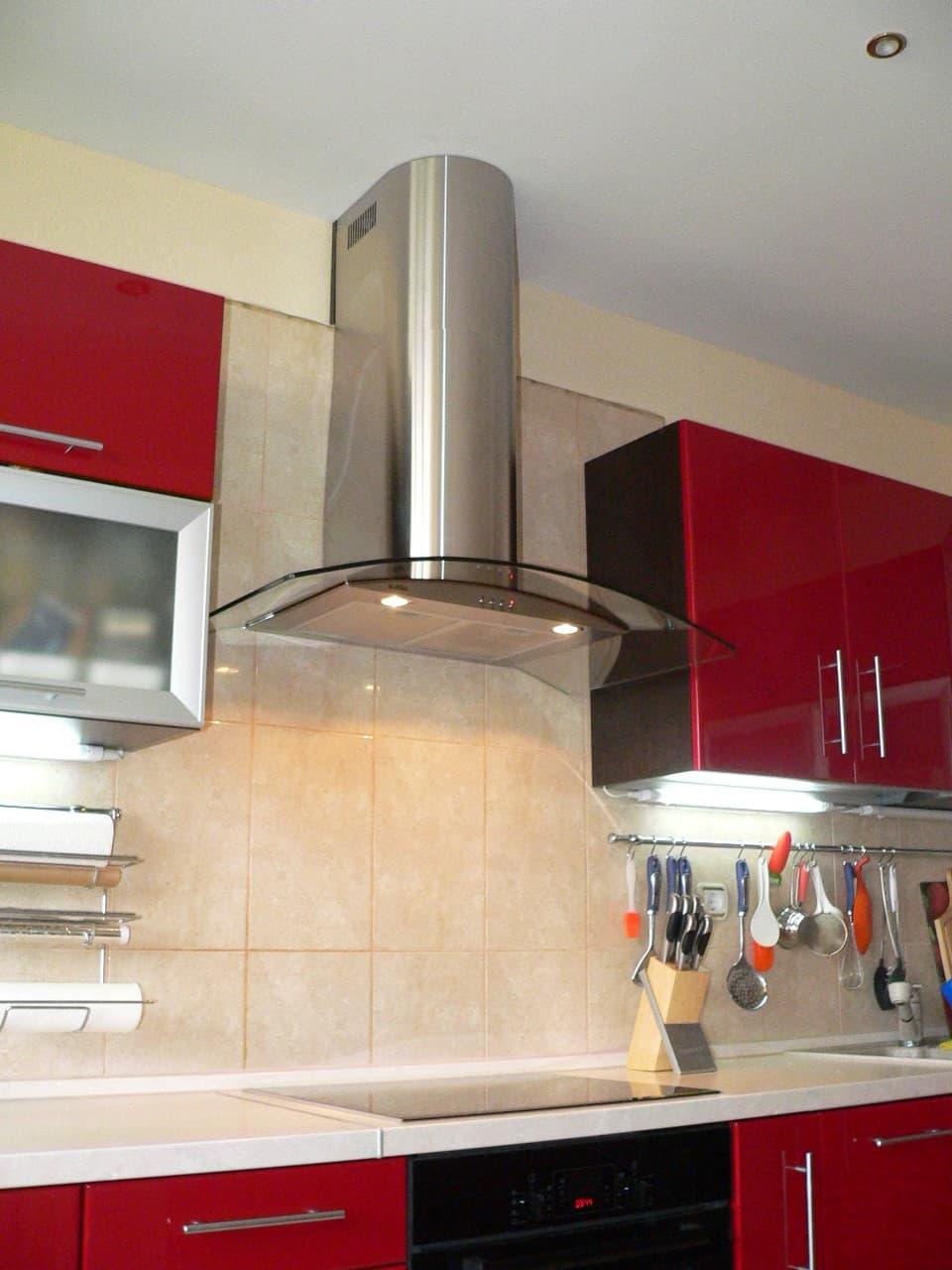Как сделать в кухне вытяжку в стене