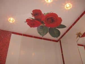 Роза на натяжном потолке от компании Классика в Новосибирске